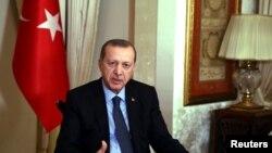 ប្រធានាធិបតីតួកគី Tayyip Erdogan ធ្វើបទសម្ភាសន៍ជាមួយអ្នកសារព័ត៌មានកាលពីថ្ងៃទី១៩ ខែធ្នូ។