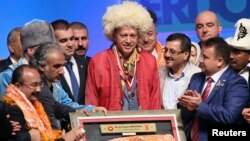 ATO Kongre Merkezi'nde düzenlenen 'Yörük Türkmenleri Cumhurbaşkanını Seçiyor' programında konuşan Başbakan Recep Tayyip Erdoğan