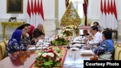 Presiden Joko Widodo dan beberapa kepala daerah untuk membahas dan mengkoordinir upaya penanganan banjir. (Courtesy : Setpres RI)