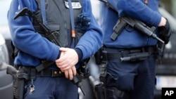Giới hữu trách Bỉ nói việc cảnh sát tiến hành khoảng 10 cuộc bố ráp đã chặn đứng được những cuộc tấn công khủng bố vào các toà nhà của cảnh sát.