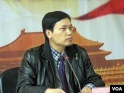 胡星斗教授(美国之音张楠拍摄)