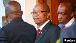 남아프리카공화국의 제이콥 주마 대통령이 지난 7일 케이프타운의 대통령 집무실을 나서고 있다.