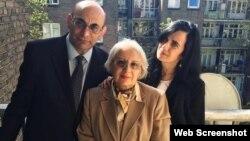 Fotoda Leyla Ynuus, Arif Yunus və qızı Dinara Yunus