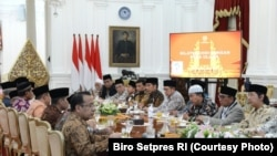 Presiden Joko Widodo menerima sejumlah Ulama di Istana Merdeka Jakarta, April 4, 2017(photo: Setpres RI)