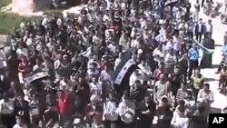 Người Syria biểu tình ở Idlib, Syria hôm 12/4/12