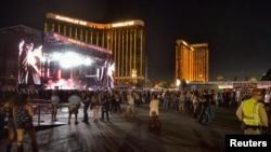 Lokasi konser festival Route 91 Harvest, dengan latar belakang Mandalay Bay Hotel di belakang panggung, di Las Vegas Boulevard South, Las Vegas, Nevada, 1 Oktober 2017.