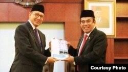 Serah terima jabatan Kemenag dari Lukman Hakim Saefuddin ke Fachrul Razi. (Foto: Humas Kemenag)