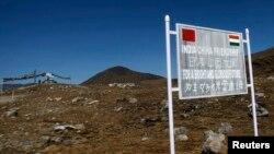 Một tấm bảng tại khu vực biên giới của Ấn Độ và Trung Quốc ở Bumla thuộc bang Arunachal Pradesh ở đông bắc.