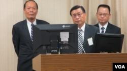 台湾海巡署长李仲威(左一)11月1号在立法院接受质询