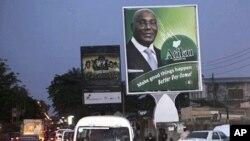 Hoton mai neman tsayawa takarar shugaban kasa ma jam'iyyar PDP a Najeriya, Atiku Abubakar, a gefen wata hanya a birnin Lagos.