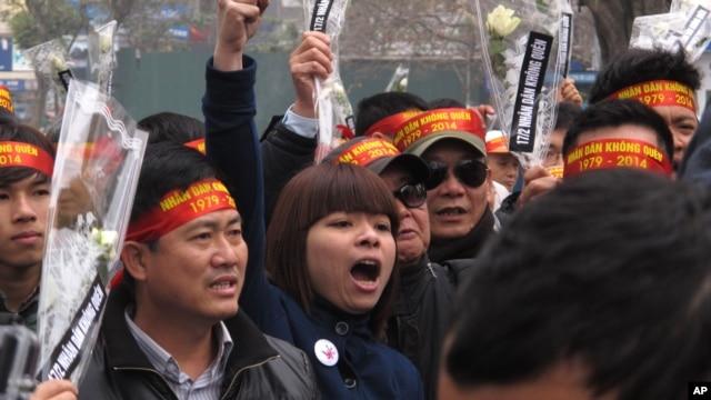 Người biểu tình tập hợp tại thủ đô Hà Nội đánh dấu kỷ niệm 35 năm cuộc chiến biên giới Việt-Trung. (Ảnh chụp tháng 2, 2014)