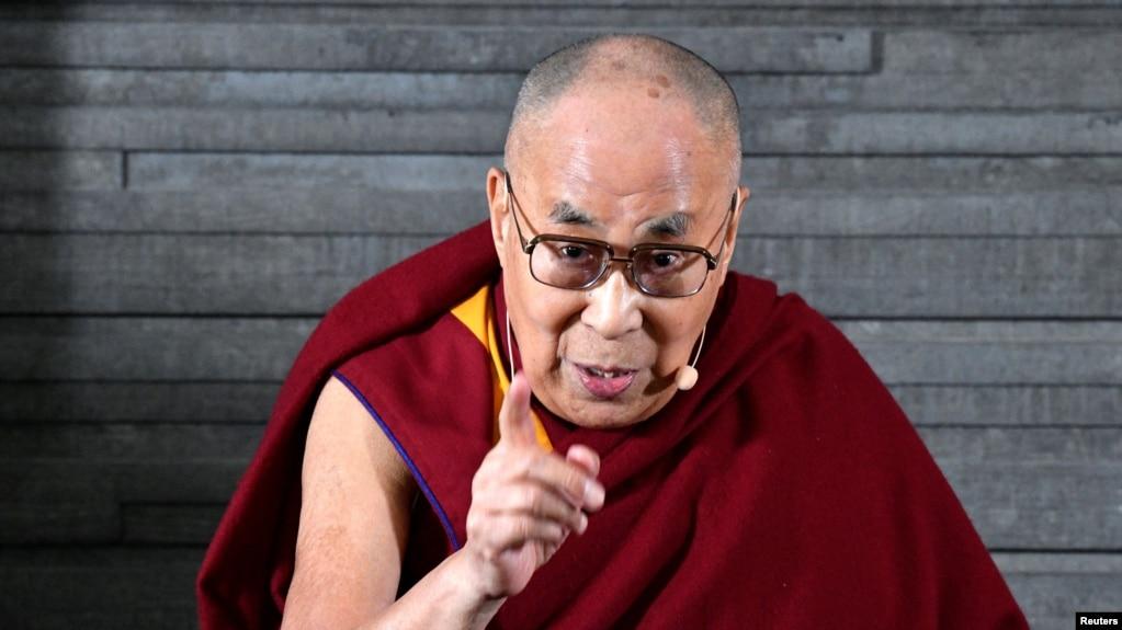 西藏精神领袖达赖喇嘛在瑞典出席记者会。(2018年9月12日)