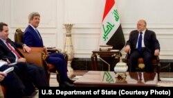 Amerika bosh diplomati Bahrayndan Iroqqa safar qilib, Bosh vazir Haydar al-Abadiy va Kurdiston muxtoriyati Bosh vaziri Neshirvan Barzaniy bilan muzokara qilmoqda.