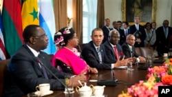 Obama na Casa Branca com os lideres africanos (esq. para dir.) Macky Sall (Senegal) Joyce Banda (Malawi) Ernest Koroma (Serra Leoa) e José Maria Neves (Cabo Verde)