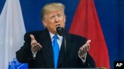 Iako je predsjednik SAD na sistematski pregled otišao prije vremena, Bijela kuća odbacuje spekulacije da mu je zdravlje ugroženo.