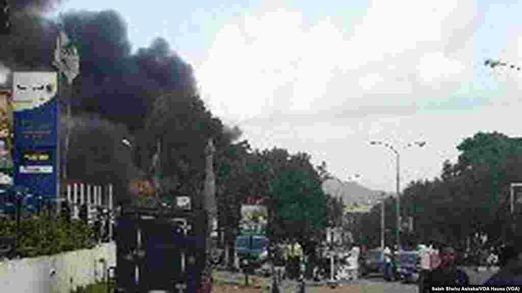 Explosão de uma bomba no Centro Comercial Plaza Banex, Junho 25, 2014