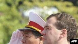 Президент России Дмитрий Медведев (справа). Ханой. Вьетнам. 31 октября 2010 года