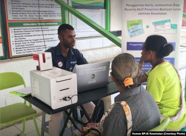 Loket pendaftaran BPJS Kesehatan hingga ke daerah-daerah terpencil untuk memaksimalkan layanan. (Foto: Humas BPJS Kesehatan)