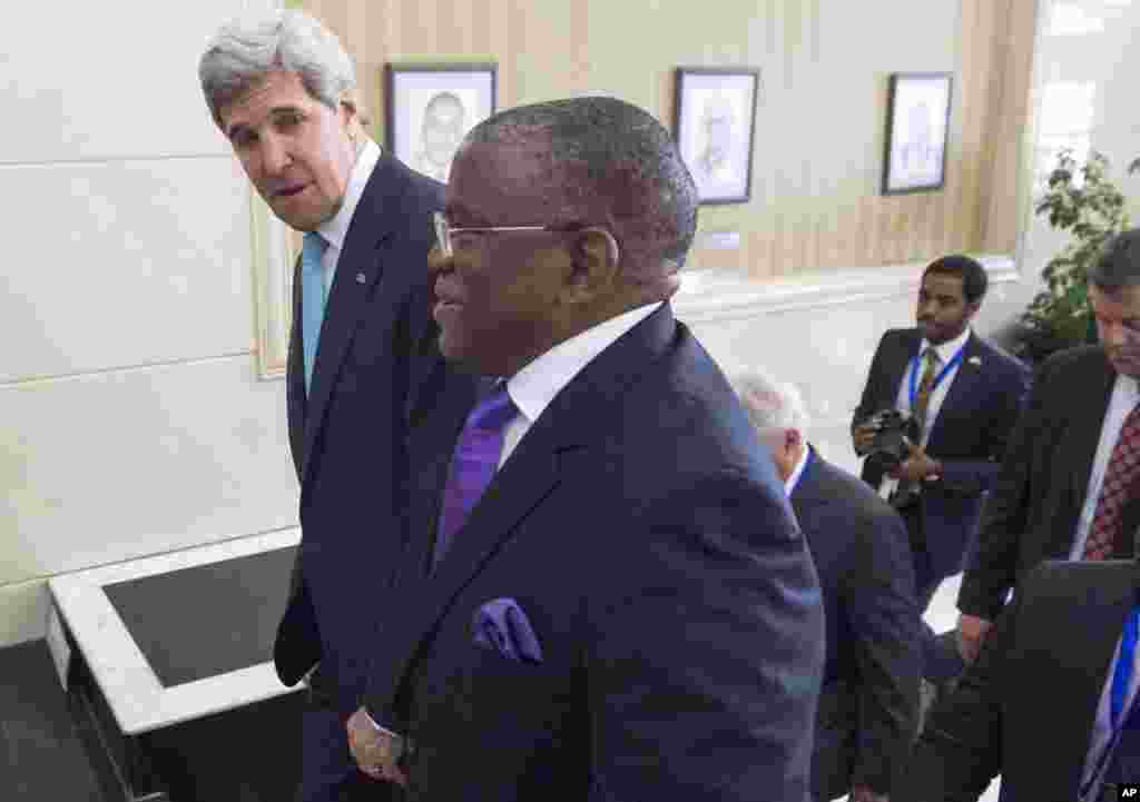 Angola's Foreign Minister Georges Rebelo Chicoti, right, walks with U.S. Secretary of State John Kerry prior to their meeting at the Finance Ministry in Luanda, Angola, May 5, 2014.