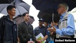 마크 로우코크 유엔 인도주의지원·긴급구호 담당 사무차장이 지난해 7월 유엔 산하 세계식량기구(FAO)의 지원을 받는 북한 황해남도 은률군의 금천협동농장을 방문했다. 사진제공: UN OCHA/Anthony Burke.