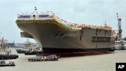 Авианосец «Викрант». Порт города Коччи. Индия 12 августа 2013 г.