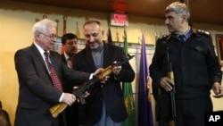 حنیف اتمر و سفیر روسیه در کابل