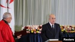 Presiden terpilih Abdelmadjid Tebboune diambil sumpah jabatannya di Algiers, Aljazair, 19 Desember 2019. REUTERS/Ramzi Boudina