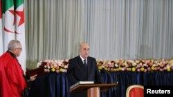 Le président algérien, Abdelmadjid Tebboune, prête serment lors d'une cérémonie d'assermentation à Alger, en Algérie, le 19 décembre 2019. REUTERS / Ramzi Boudina