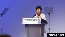 박근혜 대통령이 12일 오후 대구에서 열린 제7차 셰계물포럼 개회식에서 환영사를 하고 있다