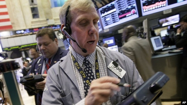 Trader Richard Cohen, right, works on the floor of the New York Stock Exchange, September 7, 2012.