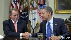 지난달 16일 백악관에서 열린 재정 협상에서 존 베이너 공화당 하원의장(왼쪽)과 바락 오바마 미국 대통령.