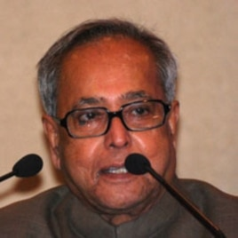Indian Finance Minister Pranab Mukherjee speaks to reporters in New Delhi, 06 Apr 2010