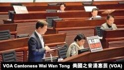 香港立法會通過西九一地兩檢無約束力議案 (攝影:美國之音湯惠芸)