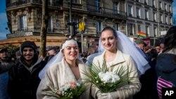Pháp đã trở thành quốc gia thứ 14 trên thế giới hợp pháp hóa hôn nhân đồng tính.