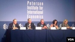 皮尤研究中心在华盛顿的彼得森研究所公布世界各国民众对国际贸易态度的最新民调。(2014年9月17日)(美国之音拍摄)