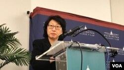 2018年7月14日,香港律政司长郑若骅在华盛顿的美利坚大学讲话。(美国之音文灏拍摄)