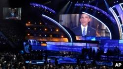2014年11月20日美国总统奥巴马在拉斯维加斯米高梅大花园体育馆出席第15届拉丁格莱美奖颁奖。当天晚上奥巴马公布移民改革的行政命令。