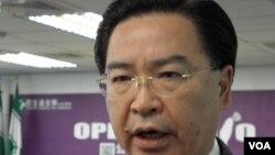 台湾民进党政策会执行长吴钊燮(美国之音申华拍摄)