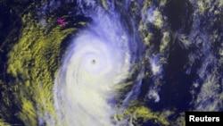 Ảnh vệ tinh bão Ian trên đường ập vào đảo quốc Tongo ở Nam Thái Bình Dương.
