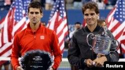 Petenis Spanyol Rafael Nadal berpose setelah mengalahkan Novak Djokovic dari Serbia dalam U.S.Open di New York, 9/9/2013. Keduanya maju ke semifinal Shanghai Masters di Shanghai, 11/10/2013.