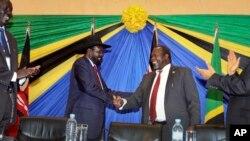 Rais Salva Kiir wa Sudan kusini (kushoto) mpinzani wake Riek Machar