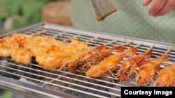 Grilled marinated shrimp skewers. (Photo courtesy of Duong Thida)