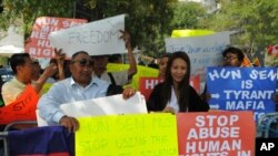 Around 20 Cambodians gathered outside the UN offices in New York on Saturday, to demonstrate against Prime Minsiter Hun Sen ahead of meetings with US and Asean officials.