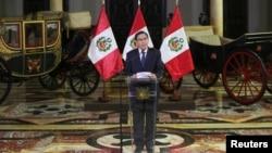Presiden Peru, Martín Vizcarra mengumumkan pembubaran kongres, di Istana Kepresidenan di Lima, 30 September 2019.