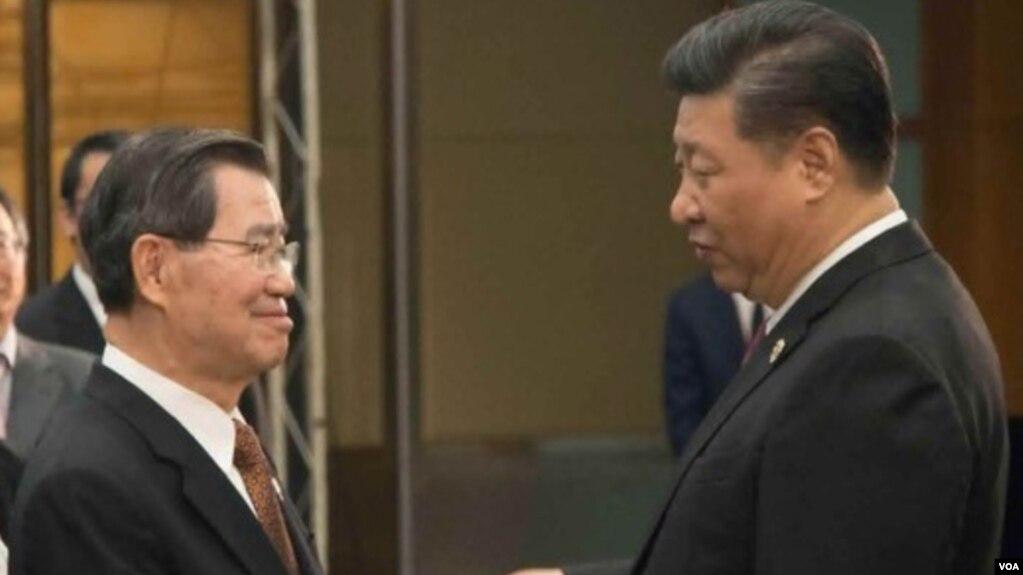 中國國家主席習近平在博鰲與前台灣副總統蕭萬長見面
