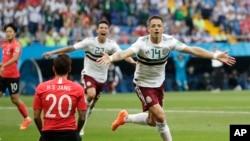 Le Mexicain Javier Hernandez jubile après son deuxième but lors du match du groupe F contre la Corée du Sud à la Rostov Arena de Rostov-on-Don, Russie, le 23 juin 2018.