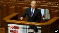 Phó tổng thống Mỹ Joe Biden phát biểu trước Quốc hội Ukraine, ngày 8/12/2015.