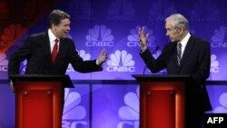 Hai chuẩn ứng cử viên tổng thống Hoa Kỳ: Thống đốc Texas Rick Perry và Dân biểu Ron Paul nói chuyện trong buổi tranh luận ở Ðại hoc Oakland, Michigan