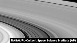 Cassini's Amazing Photos of Saturn, Rings & Moons