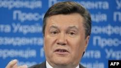 Янукович: Держава не мусить відповідати за гріхи місцевих князьків